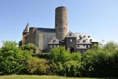 2_-Mayen-Genovevaburg-von-den-Burggärten-50